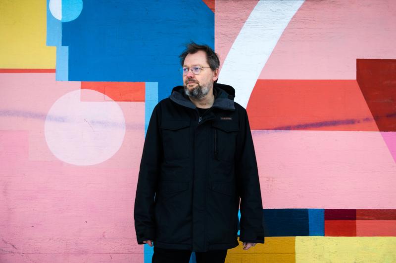 Sami Keski-Vähälä on yksi Suomen kysytyimmistä näytelmäkirjailijoista. Hän on myös alan ammattijärjestön, Sunklon hallituksen puheenjohtaja.