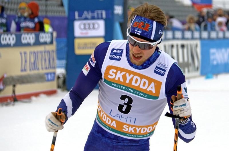Pyhäjärven Pohti SkiTeamia seuratasolla edustava Joni Mäki sai tuntea Venäjän Aleksandr Bolshunovin pettymyksen nahoissaan maalialueella.
