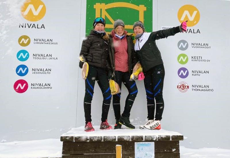 Voitokkaassa N14 joukkeessa hiihtivät Lotta Oja, Klaara Kivistö ja Alma Junnikkala.