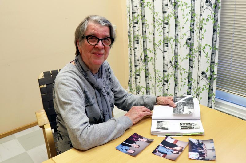 Armi Vähäkainun albumiin on kertynyt eri elämänvaiheista kuvia.