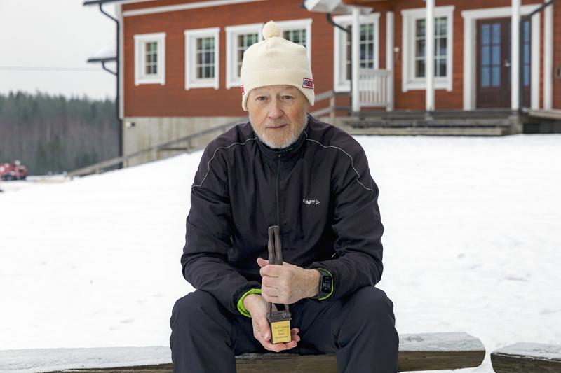 Kari Siekkinen on kolmas, jolle Ukuli-patsas luovutettiin.
