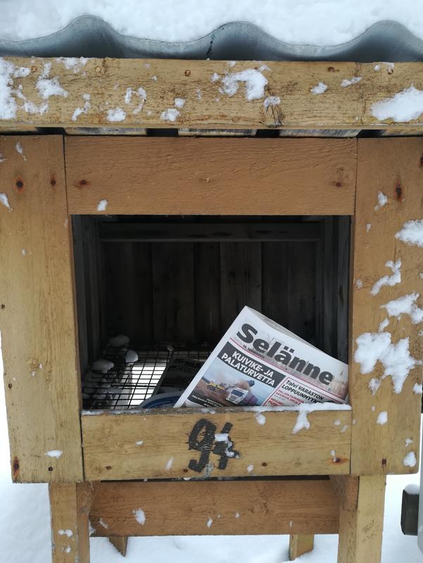 Siellä ne Selänne-lehdet odottelevat lukijoitansa.