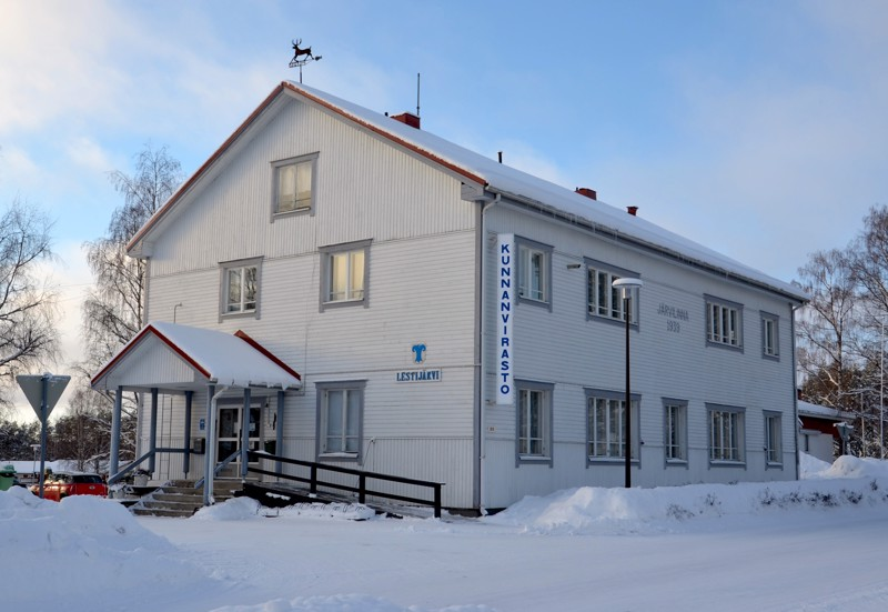 Lestijärven kunnanvirastolla on vaihtunut useita viranhaltijoita vaalikauden aikana, mikä on näkynyt myös luottamushenkilöiden työssä. Vaaleihin lähdetään melko vakiintuneista poliittisista asetelmista.