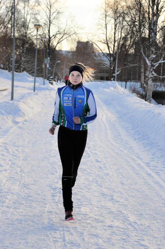 Matilda Myllymäen harjoitusohjelmaan kuuluu kuusi viikkoharjoitusta. Talven juoksulenkeillä kehitetään kestävyyttä.