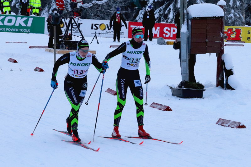 Team Skiersin Miia Säilynoja ja Roosa Juuska hiihtivät SM parisprintin finaalissa perjantaina SM-kisojen avausmatkalla.