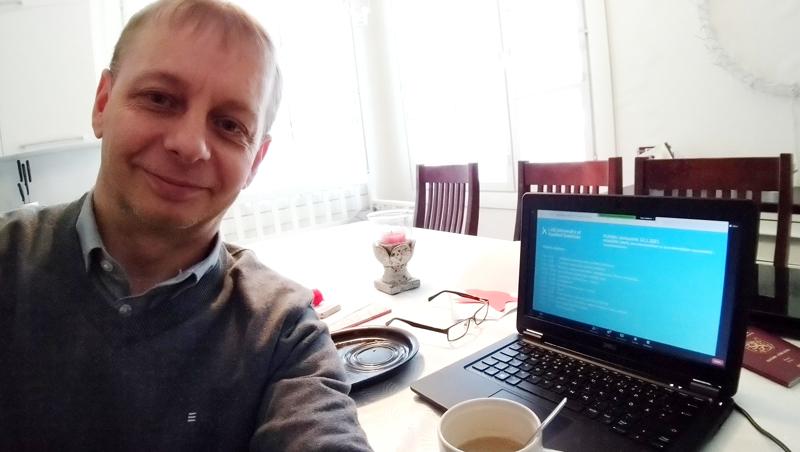 Petri Hentunen sanoo, että muuntokoulutuksen avulla on mahdollista kehittää osaamista ja saada uutta näkökulmaa työelämään.