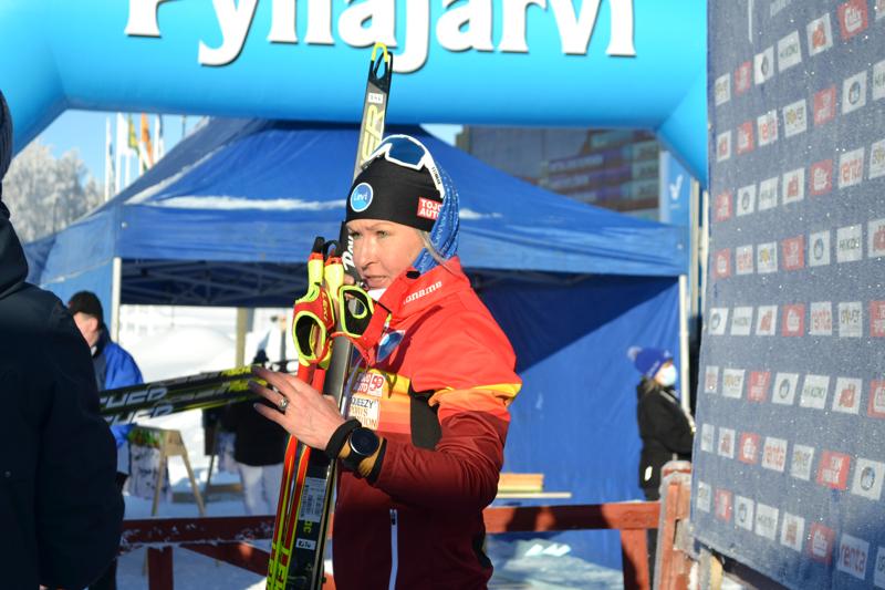 Kokemus oli valttia naisten kympillä. Riitta-Liisa Roponen voitti ja hiihti samalla itsensä myös parin viikon päästä alkaviin Oberstdorfin MM-kisoihin.