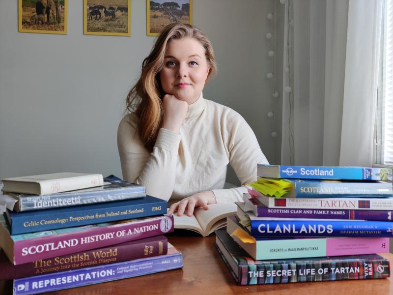 Pihla Ampula työstää tällä hetkellä kandidaatintutkielmaansa Skotlannin populaarikulttuurista.
