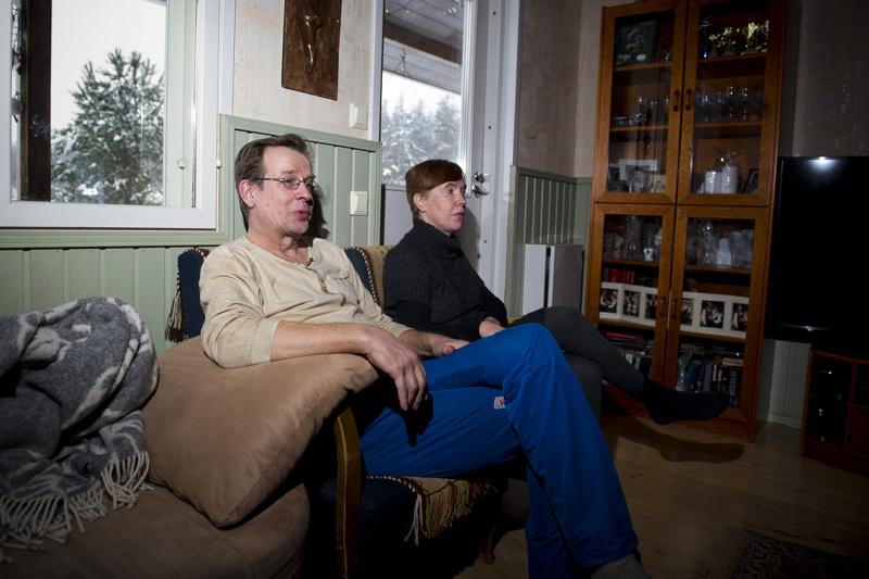 Kalevi ja Anu Alasaari ovat rakentaneet kotinsa sanalla sanoen syrjäiseen paikkaan.