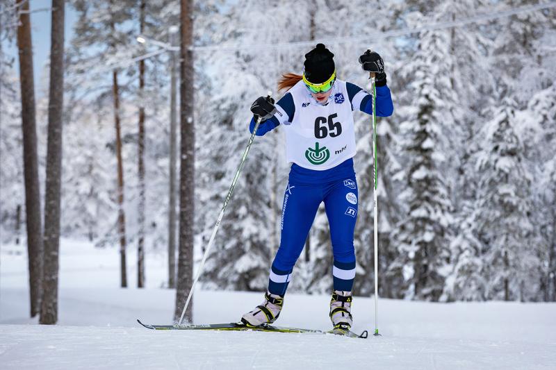 Nuorten SM-hiihdot Jyväskylässä jätti kaikille HaU:n hiihtäjille menohaluja kevättalven kisoihin. Riina Taskila ei ollut tyytyväinen kuin omaan osuuteensa lauantain parisprintissä. Arkistokuva.