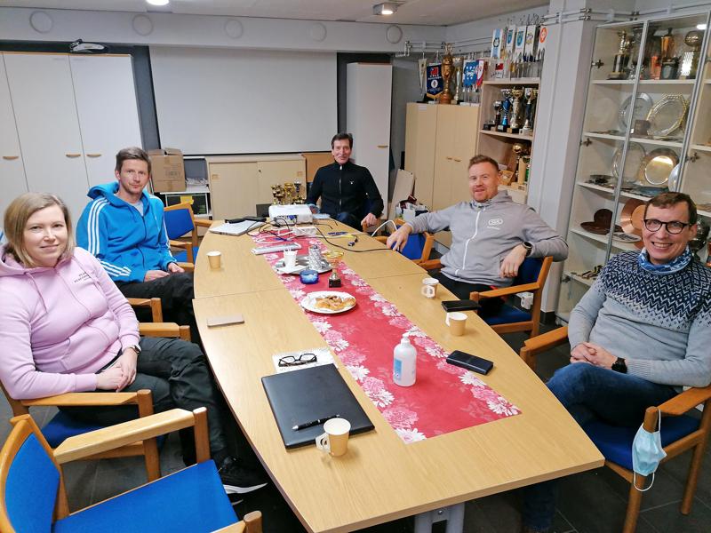 Tällä viisikolla riittää tietoa ja kokemusta yleisurheilusta. Kuula Team Athleticsin Anu Hämäläisellä (ent. Pirttimaa), Kimmo Perkkiöllä, Tapani Haapakoskella, Jarkko Koski-Vähälällä ja Tuomo Mustolalla on plakkarissa 70 SM-mitalia urheilijana ja valmentajana.