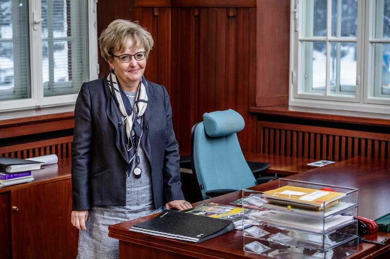Kaupunginjohtajan virkahuone on tullut Anne Ekstrandille tutuksi useampien sijaistusten aikana. Kaupungin lakiasiat hän on nyt valmis jättämään jollekulle toiselle.