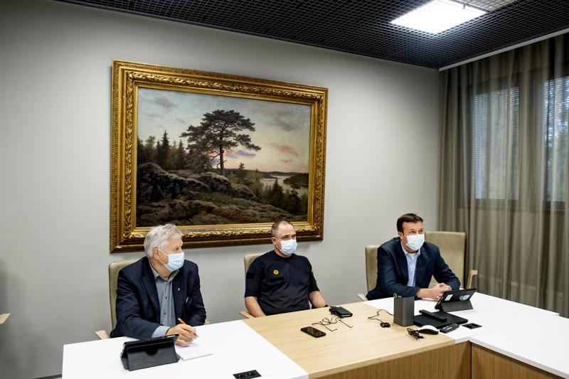 Kokkolan kaupunginhallituksen puheenjohtajisto Mauri Salo (vas.), Reino Herlevi ja Janne Jukkola joutuvat jälleen selvittelemään johtamiskysymyksiä. Kolmikko oli tiistaina tarkastuslautakunnan kuultavana.