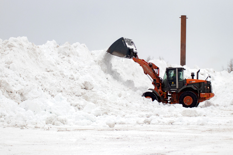 Lahdenperän lumenkaatopaikka alkaa vähitellen täyttyä.