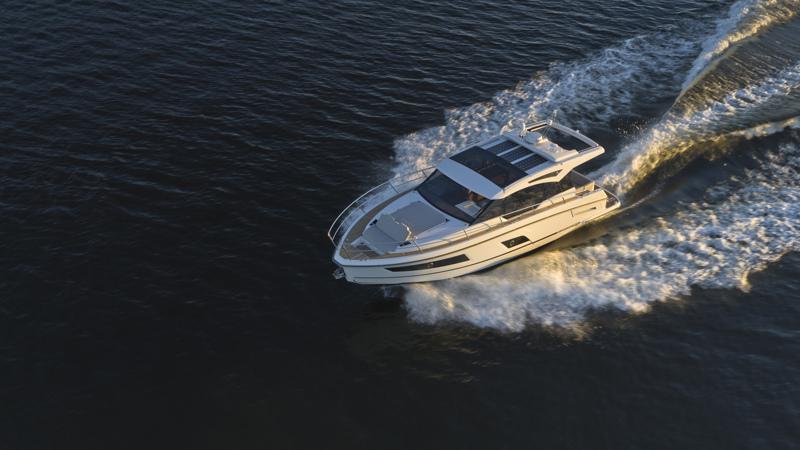 Finnmaster Boatsin Grandezza 37 CA -vene valittiin voittajaksi Motorboat & Yachting -lehden Motorboat Awards 2021 -kilpailussa alle 40-jalkaisten sportcruiser-veneiden luokassa.