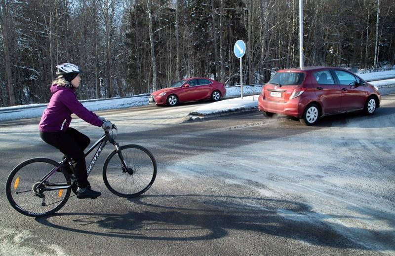 Krista-Mari Katajisto joutui pyöräillessään risteysonnettomuuteen yli seitsemän vuotta sitten. Vieläkin hänellä on keskittymis- ja muistiongelmia törmäyksen takia.