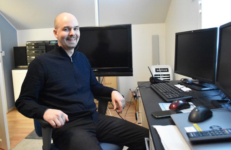 Valiolla automaatioinsinöörinä työskentelevä Jari Ylilahti on tehnyt koko alkuvuoden etätöitä omasta vinttihuoneestaan, minkä myötä kunnollisten tietoliikenneyhteyksien tarpeellisuus on tullut todettua ihan omakohtaisesti.