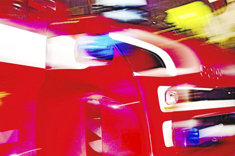 Puoliperävaunurekan ulosajossa Riipan suoralla kuoli yksi henkilö. Raskas ajoneuvo saatiin nostettua ylös lauantain vastaisena yönä.
