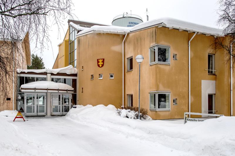Kruunupyyn kunnanvaltuustossa on ollut tällä kaudella RKP:llä on 16 paikkaa, Pro Kruunupyyllä on 10 paikkaa ja yksi paikka kristillisdemokraateilla.