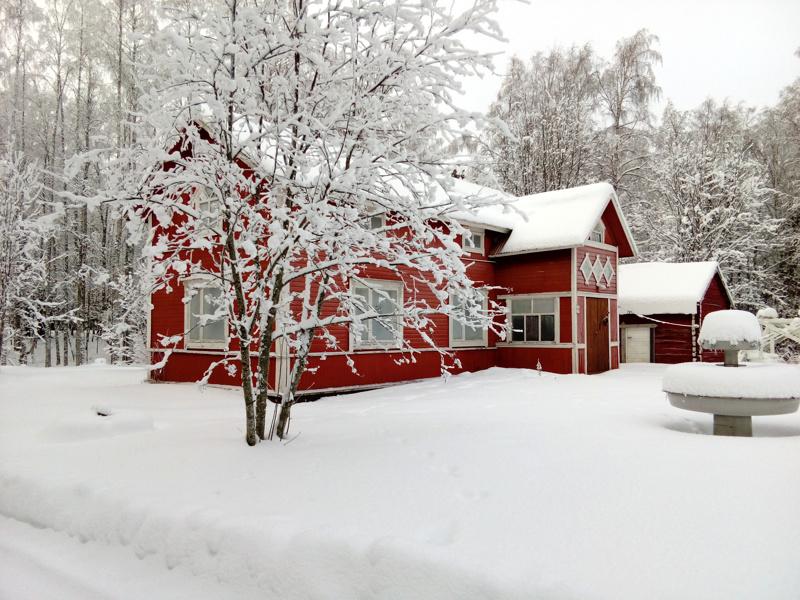 Talvikuva Viirteen talosta Kannuksesta.