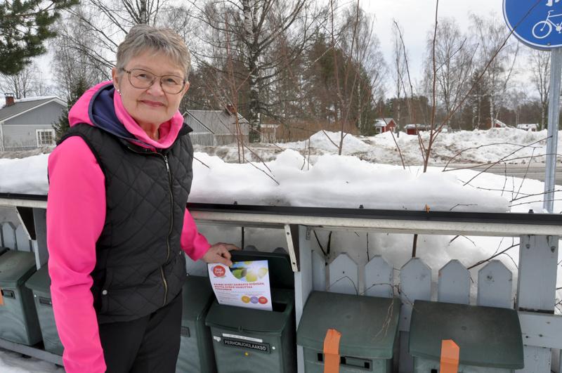 Pankkisiirtoja jaetaan kevään aikana jokilaakson postiluukkuihin. Liisa Pyykkö-Seppälä toivoo keräyksen tavoittavan paljon ihmisiä.