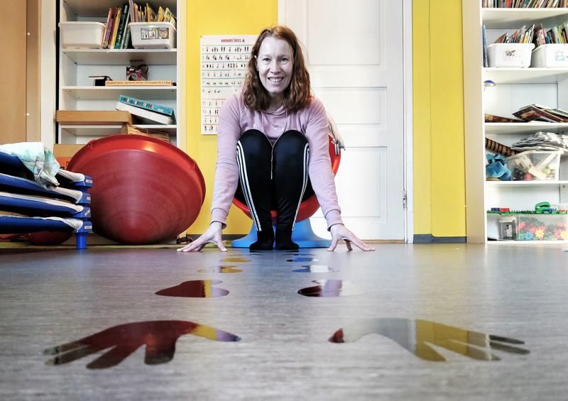 Sofia Winberg voi keskittyä Jakob's Kindergartenin johtajana hallinnollisiin tehtäviin, koska päiväkodissa on erikseen lasten kanssa täysipäiväisesti työskentelevä pedagoginen johtaja, jolla on myös erityisopettajan pätevyys.