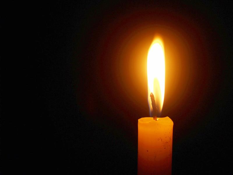 Kynttilät syttyvät Koskelan uhrin muistolle.