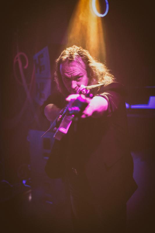 Risto Turpeinen on kiertänyt Suomea ja maailmaa kitaransa kanssa jo vuosikymmeniä.