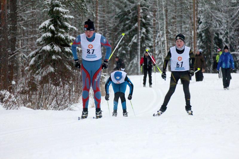 Himangalla hiihdetään K-P Cuppia lauantaina. Kuva HU:n kansallisista vuodelta 2015. Hiihtämässä HU:n Kristian Hakala ja Jaakko Mattila sekä Uran Miika Mutka.