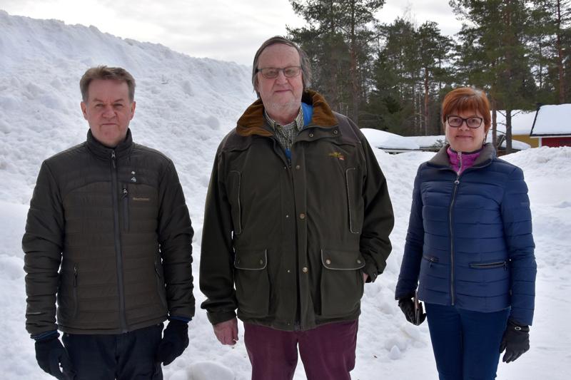 Uusi ryhmittymä. Taisto Jaakola, Jaakko Hautamäki ja Päivi Hintikka uskovat, että 5-10 ehdokasta löytyy kuntavaaleihin Kannus-ryhmästä.
