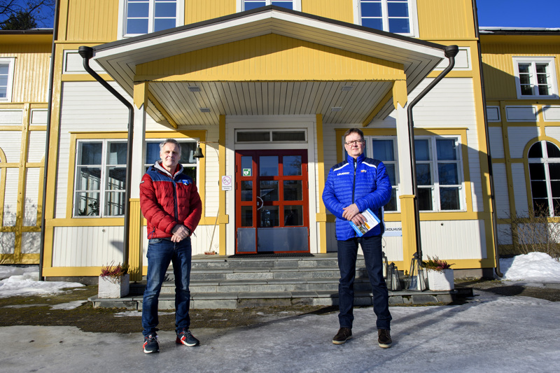 Ruotsinkielistä poliisiopintoihin valmentavaa koulutusta on Kruunupyyn Kvarnen-opistolla jo annettu, suomenkielinen käynnistyy elokuussa ja haku on jo käynnissä. Vetäjinä toimivat Jens Emet (vasemmalla) ja Matti Ranta.