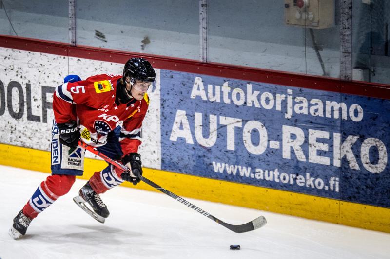 Tony Tuupanen oli yksi Hermeksen tasonnostajista. 19-vuotias puolustaja urakoi IPK:ta vastaan lähes 20 minuuttia.