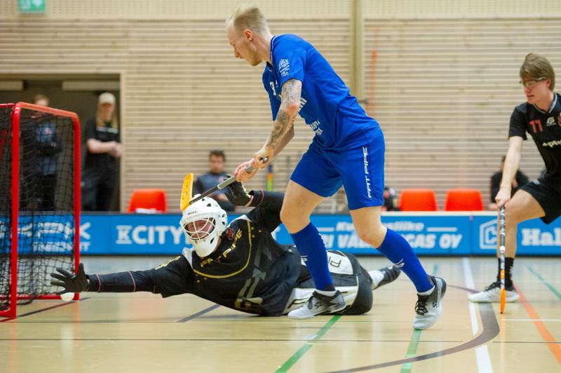 Jaani Nissilä ujutti Nibacoksen voittomaalin Rasmus Mäkelinin käsien alta.