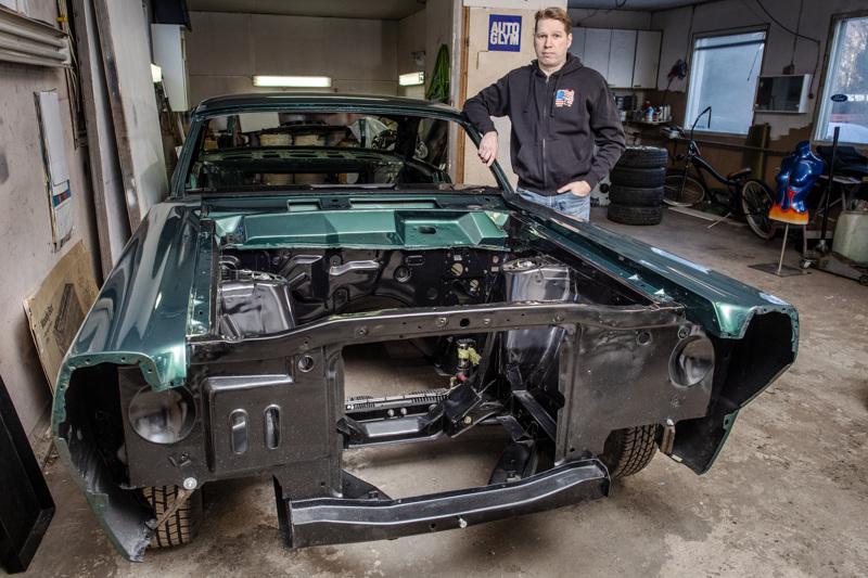 Toni Hietapakalla on tällä hetkellä kunnostuksessa Ford Fairlane GT vm. 1966.