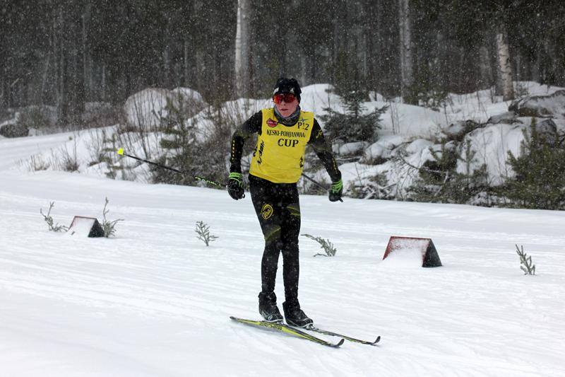 Mestaruus. Kannuksen Uran Oliver Lastikka varmisti viikonloppuna hiihdon Keski-Pohjanmaa Cupin voiton P12-sarjassa. Kuva Himangan kisasta.