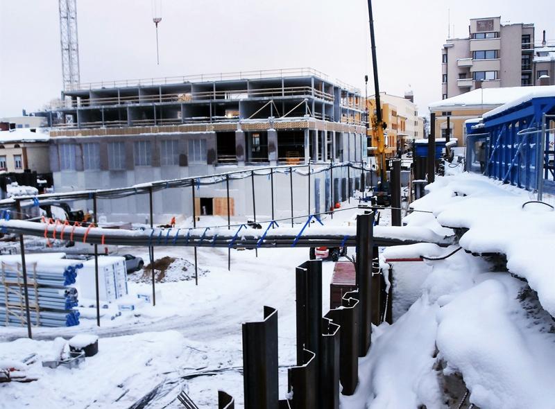 Toriparkin ja liikekeskuksen rakentaminen käynnissä Pietarsaaren keskustassa tammikuussa 2016.