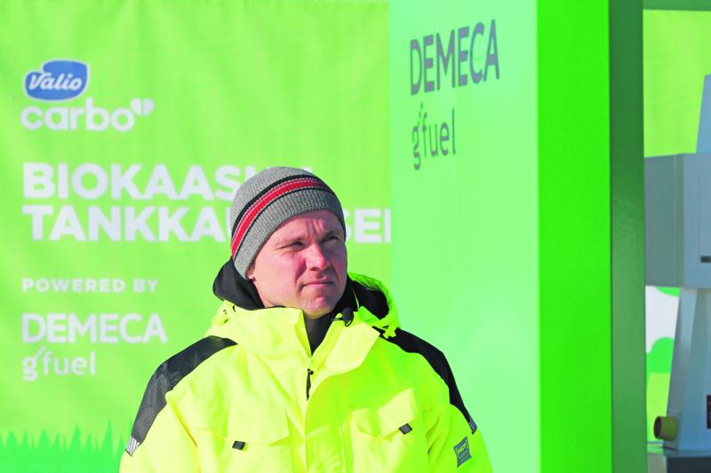 Vuorenmaan tilalla on tehty biokaasun tuotannon kehitystyötä yli kymmenen vuoden ajan. Kuvassa Janne Vuorenmaa, joka pyörittää tilaa veljensä ja perheensä kanssa.