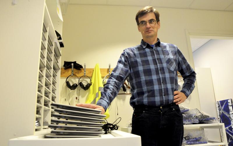 Ylivieskan lukiolla on kannettavat tietokoneet käytettävissä ylioppilaskokeissa, rehtori Kalle Luhtasela toteaa.