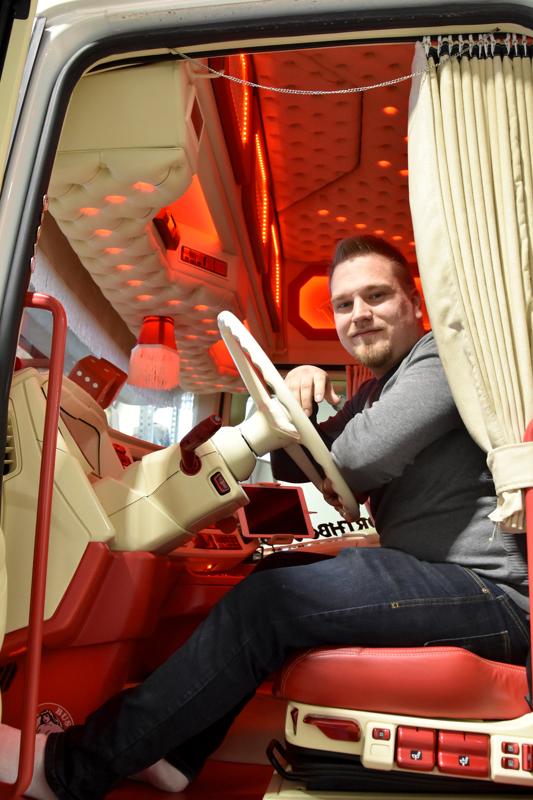 Voitto. Henri Salosen Scania voitti Ärjykisan. Hytti on tuunattu täysin uusiksi.