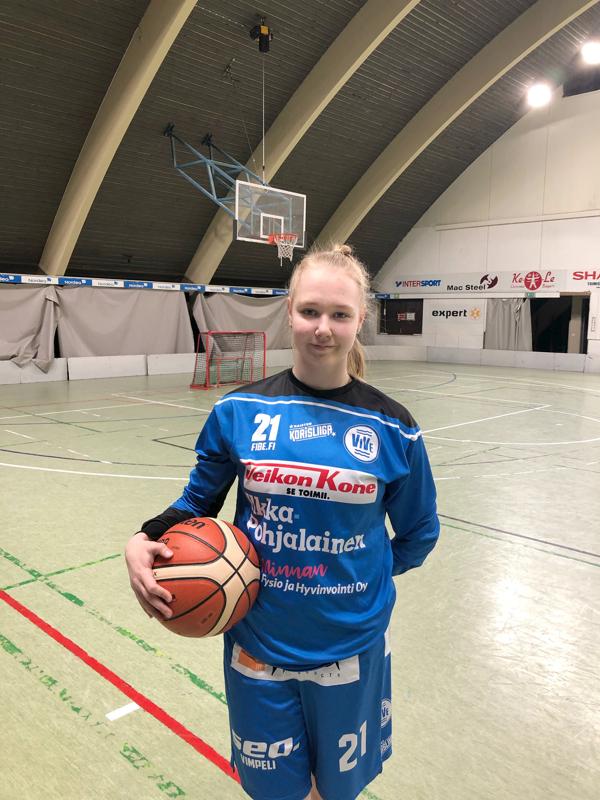 Kokkolan Namikan kasvatti Emilia Vörlin pelaa naisten korisliigassa, jossa edustaa Vimpelin Vetoa.