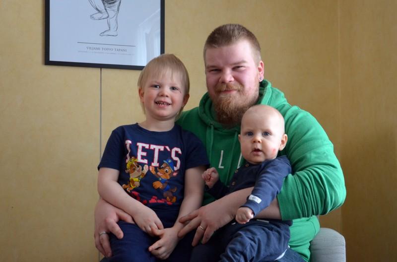 Onnea! Torstain nimipäiväsankarille Eetu Lamulle mieluisinta vapaa-ajan tekemistä on touhuilu lasten, Vertin (vas.) ja Viljamin (oikealla) kanssa.