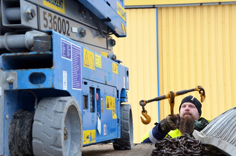 Ylivieskalainen Tero Vähäkangas vuokraa Ramirentin koneita lähinnä Kala- ja Pyhäjokilaakson alueelle. Hänellä on Rautapohjan pihalla aikamoinen määrä koneita, ja muun muassa Oulun varastolta löytyy lisää.