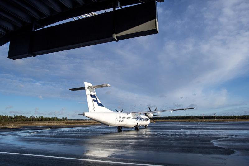 Ensimmäinen lento Kokkola-Pietarsaaren asemalle koronarajoitusten jälkeen saapui 3. marraskuuta.