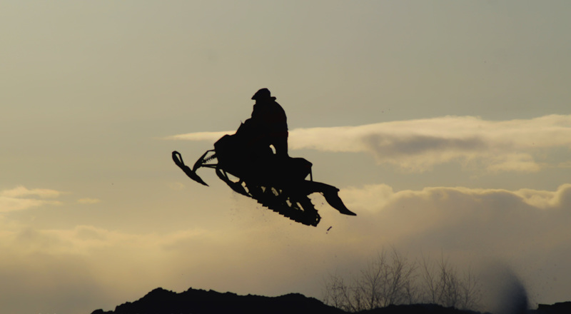 Nykyajan auringonlaskun ratsastaja.