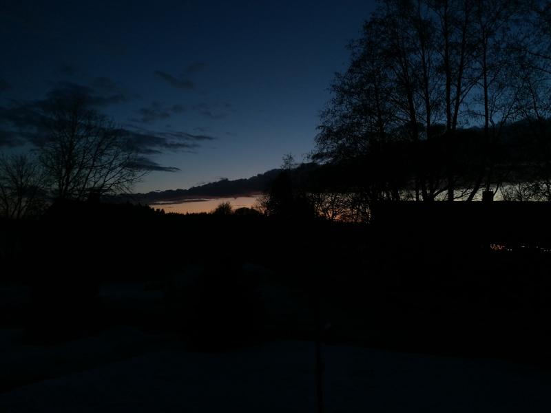 Sininen ilta ja yö Kälviällä.