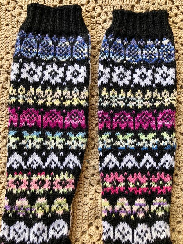 Varren alimmaisen kuvion ja sukan teräosan ohje julkaistaan viikon kuluttua.