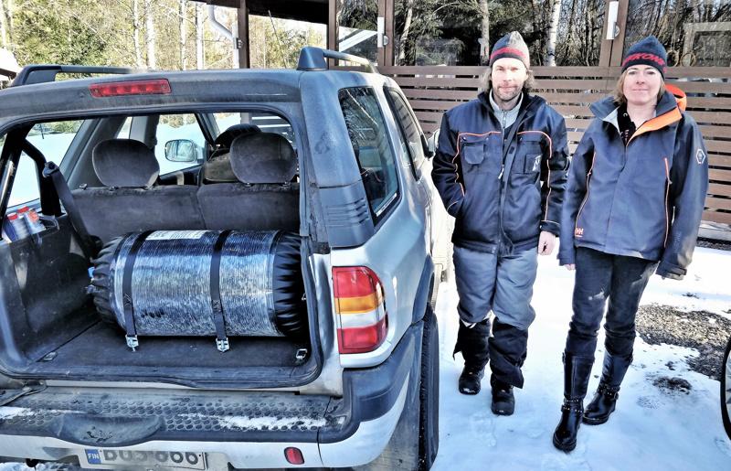 Bredarholm-Heikkilän maasturissa kaasusäiliö on asennettu tilaavievästi tavaratilaan...