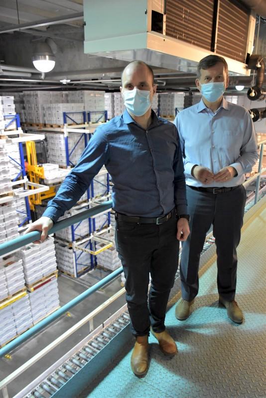 Lihanjalostuksen toimitusjohtaja Roland Snellman (vas.) ja Snellmanin konsernijohtaja Erkki Järvinen etsivät jatkuvasti uusia laajentumissaumoja.