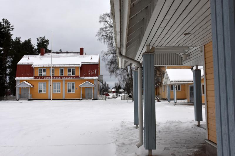 Etelänkylän koulun vanha mansardikattoinen osa on suojeltu.