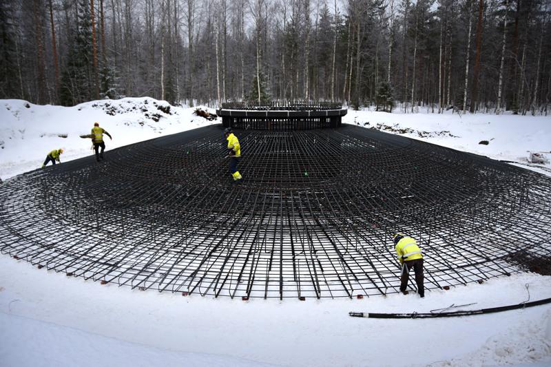Puhurilla on parasta aikaa rakenteilla kahdeksan tuulivoimalaa Haapaveden Hankilannevalle. Keson seitsemän voimalaa tulevat sijoittumaan Karsikkaan ja Vatjusjärven kylien välimaastoon.